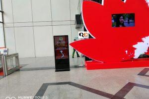 Cho thuê màn hình quảng cáo có chân đứng 55 inch